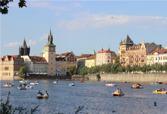 Prag: Kuliranje u parku umjesto kafenisanja